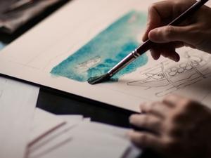 Синий цвет, рука в кулаке и тишина: как разбудить воображение