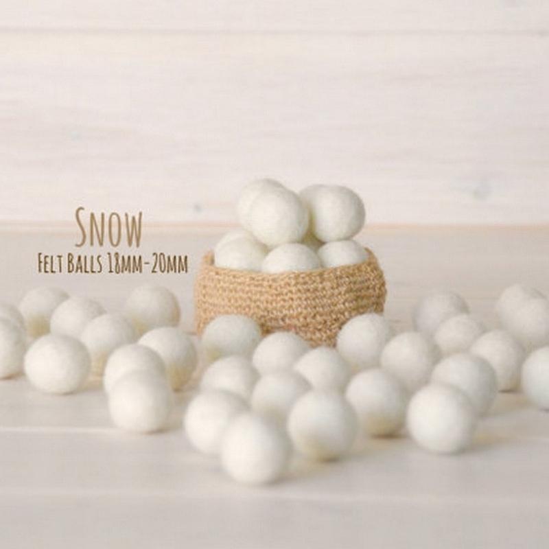 Игра в снежки и елочные шары с виски: 15 идей подарков сотрудникам