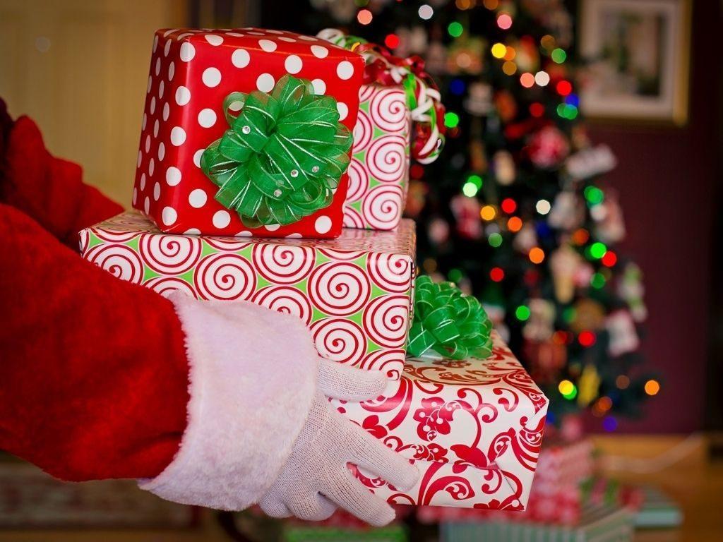 Новогодние подарки сотрудникам: креативные идеи на минимальный бюджет
